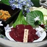 博多もつ処 浜や - 炙りレバー 680円(税別)