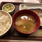 すき家 - おしんこさば朝食の豚汁変更(390円+110円)