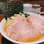 87934174 - キャベツチャーシュー麺1,030円(税込み)                       スープもチャーシューも美味すぎる!