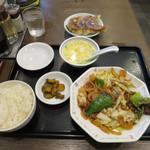 北海 - 回鍋肉定食 少なめ  プラス餃子 3個