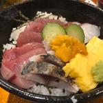 居酒屋 一力 - 海鮮丼定食 850円。