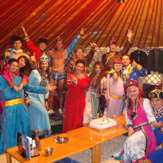 モンゴルの陽気な文化と料理を楽しめる!