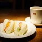 カフェ マメヒコ - フルーツサンド small + ホット珈琲 (¥1,120)