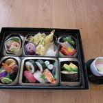 ともしげ - 弁当タイプ…4,000円(茶碗蒸し付き)(仕出し用)