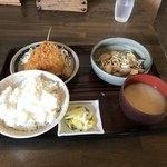 お食事処 まこと - 料理写真:アジフライとモツ煮定食750円