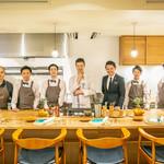 山地陽介 - 多くの料理人がこのキッチンから飛躍し成功を収めています。