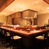 NANAYA GINZA - 内観写真:カウンターと半個室を完備した落ち着いた空間