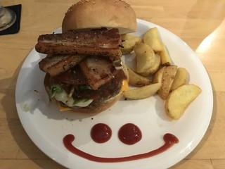 ズートンズ - 3 Cheese Burger + トッピングHome Made Bacon