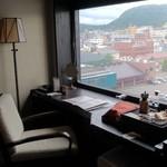 ラビスタ函館ベイ - 半島のくびれた部分にホテルがあるので、右手にも左手にも海が見えます