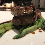 87951348 - ロッシシーニ   お肉も柔らかくて、フォアグラと甘めのソースが相性抜群(o^^o)