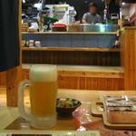 琉球料理といまいゆ しんか/肉バル&ダイニングヤンバルミート - おひとりさま席でまずはオリオンの生。