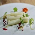 THE GATEHOUSE - フランス産ホワイトアスパラガスのトマトウォーターマリネハーブサラダ