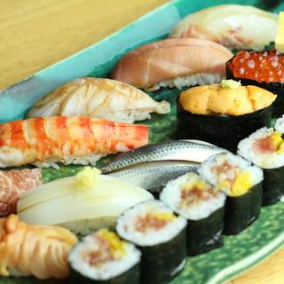朝獲れ鮮魚は天然物にこだわり。活け〆鮮魚握る寿司を堪能
