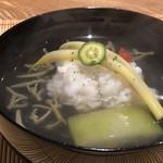 87964437 - ◆鱧のお椀・・丁寧に骨切りした鱧が大きいこと。 冬瓜とジュンサイが入り、お昆布の効いた出汁も良い味わい