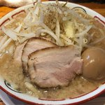 らーめん バリ男 - 麺少なめ玉子付 780円。