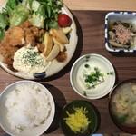 チロル食堂 - お昼のチキン南蛮定食