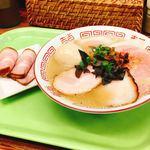 87969577 - 豚骨一番搾り 2種類の焼豚麺 煮卵、チャーシュートッピング