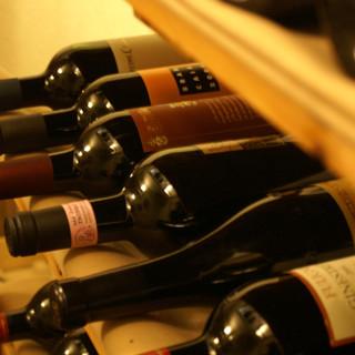 地下の100種を超えるワインも自慢