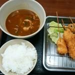 丸勘 - Aランチ 串5本・豚汁・ご飯で540円。ご飯が少ない…