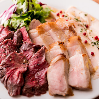 肉屋の肉盛りは衝撃のボリューム!!
