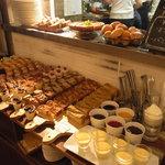 カフェ&ブックス ビブリオテーク - ブッフェ台の様子