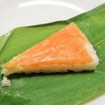 丸高寿し  - 鱒の笹ずし・10個入り。1400円