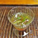 竹屋町 三多 - 料理写真:じゅんさいとトマト。