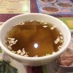 富筵 - スープはわりと薄味でワンタンの具もしっかり。