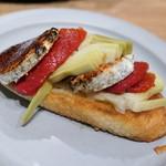 87988175 - ジェーブルチーズとアンティチョーク、ドライトマトのオープンサンド540円