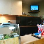富久寿司 - 奥に水槽