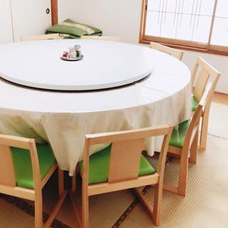 畳のお部屋には椅子をご用意しております。