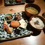 毎日のおいしいもの まとか - 選べるおかずの玄米定食