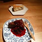毎日のおいしいもの まとか - ガトーショコラベリーソース、ラム漬け干し柿のベイクドチーズケーキ