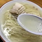 87992358 - 豚骨清湯スープ!