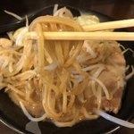 ラーメン勝盛軒 - 掘り出した麺