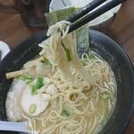 煮干しラーメン 麺匠 春晴 - 料理写真:麺リフト。中細麺。
