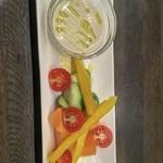 お酒の美術館 - お野菜とバーニャカウダソース 500円