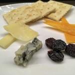 お酒の美術館 - チーズ盛り合わせ 500円