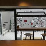 ドウモカフェ - ちなみに、「DOMO CAFE」の壁面はコーヒー&バクが描かれており、ちょっとしたInstagram映えポイントとなっています。