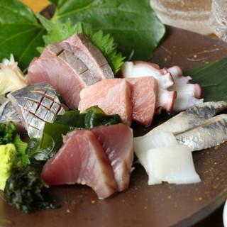 毎日築地から買い付ける鮮魚たち。今日1番においしいをお届け!