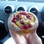 ル・ディマンシュ - ☆赤い実のブリオッシュ美味しかったです☆