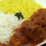 ドゥニヤ - 料理写真:北インド風チキンカレー(850円)はトマトの酸味が効いた辛めのスープ系カレーです。食べるほどに辛さが増してきます。インド米のバスマティライスが良く合います。