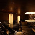 ANAクラウンプラザホテル大阪 ロビーラウンジ - お一人様でも気軽にご利用いただけるカウンター席