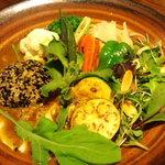 カレーのふらのや - 豆腐と胡麻と大豆のスペシャルトリ爆弾と焼き野菜のカレー