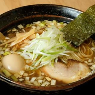 絶妙バランスはリピートもの!スープとの相性が素晴らしい【麺】