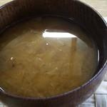 matatabi kitchen - 野菜の味噌汁。キャベツやニンジンかな。