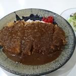 未完成 - サラダ付きカツカレー880円