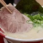 豚骨ラーメン専門 大名古屋一番軒 - 大きなチャーシュー