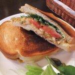 UCCカフェプラザ - 【スパイシーカレーと夏野菜のサンドランチ(850円)】