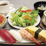 福松 - 料理写真:カロリランチ1050円です。他にも日替わりの握りと、ちらしのランチがあります。